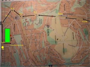 Kjørebeskrivelse fra Ila til Byåsen VG Skole. Følg pilene fra Ila - Byåsen skole ligger i den grønne firkanten. Parkering ved de røde firkantene. Hovedinngang midt på byggets Sørside. Kjør (ca 4,5 km) fra Ila oppover Byåsveien gjennom rundkjøring R1/R2 og R3. I rundkjøring R3 svinger du til venstre, ned Arnt Smistads vei. Kjør inn i 30km sonen, og gjennom 30 km sonen (ca 600m). Derfra rett frem (ca 600m) nedover Selsbakkveien mot rundkjøring R4. (Ca 150m før denne markert med gult). Du kommer til en ny 30km sone, her svinger du til venstre og inn mellom bygningene. Du vil ha Byåsen bilverksted (hvit bygning) på venstre side og Byåsen næringspark (Rød bygning) på høyre side. Kjør rett frem (ca300m) mellom bygningene. Følg veien rett fra (ca 50m), sving rundt hjørnet av tomta, til venstre opp  arkeringsplassen på baksiden av bygget.