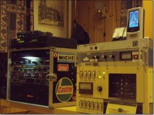 Med dette oppsettet ble det gjort en demo/praktisk lytteprøve der man kunne høre signalet (musikk) slik det var både før tx og og slik det var på lufta etter å ha passert kompressor/limiter/tx